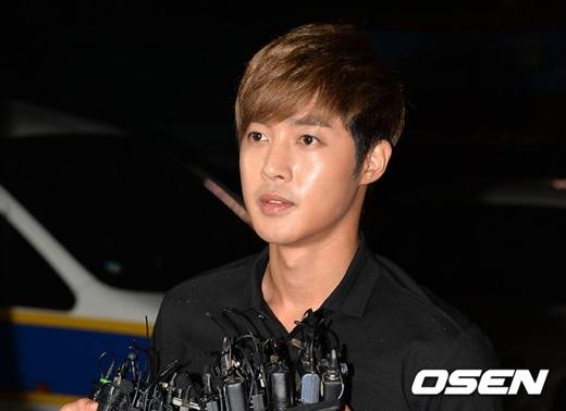 Đang tại ngũ, Kim Hyun Joong âm thầm lên chức bố