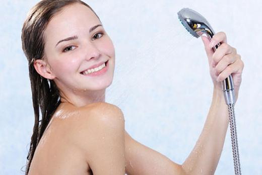 Hé lộ nguyên nhân mới khiến ngực chảy xệ cực nhanh