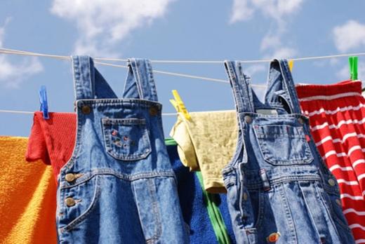 Bạn đã biết cách giữ màu quần jeans luôn như mới?