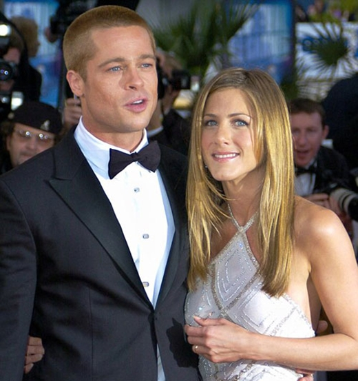 Mối tình đẹp như mơ của Jennifer Aniston và Brad Pitt từng gây rất nhiều tiếc nuối cho công chúng, và chắc hẳn nó cũng để lại cho nữ diễn viên nhiều đau khổ nhất. Có rất nhiều giai đoạn của sự đau buồn. Nó rất buồn, một thứ gì đó đang dần kết thúc, nó làm bạn tan vỡ, và vết thương cứ luôn ở đó. Khi bạn cố gắng lẩn tránh nỗi đau, nó lại càng tạo ra nỗi đau lớn hơn. Tôi cũng là người phải trải nghiệm những cảm xúc cá nhân trước ánh nhìn của cả thế giới. Tôi đã ước rằng mình không phải để cho cả thế giới trông thấy. Tôi đã cố gắng rất nhiều để vượt lên được nỗi đau này - Aniston chia sẻ.