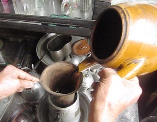 Nằm khiêm tốn ở những con hẻm nhỏ khó tìm, cà phê vợt đã lặng lẽ sống ở Sài Gòn được hơn 60 năm. (Nguồn: Internet)