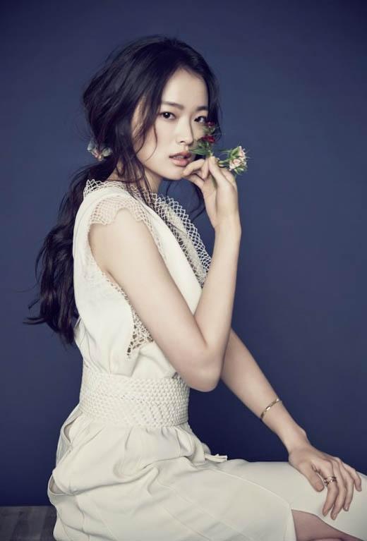Chun Woo Hee khởi nghiệp diễn xuất vào năm 2004, tuy nhiên cô được công chúng nhớ đến chỉ khi đóngphim Sunnyvới vai diễnSang Mi. Kể từ năm 2014 đến nay, nữ diễn viên đã nhận được rất nhiều giải thưởng danh giá trong và ngoài nước cho các tác phẩm, dự án điện ảnh. Cuối cùng, sau 7 năm hoạt động vô danh, Chun Woo Hee đã tìm được cho mình một chỗ đứng vững chắc trong làng giải trí xứ Hàn.