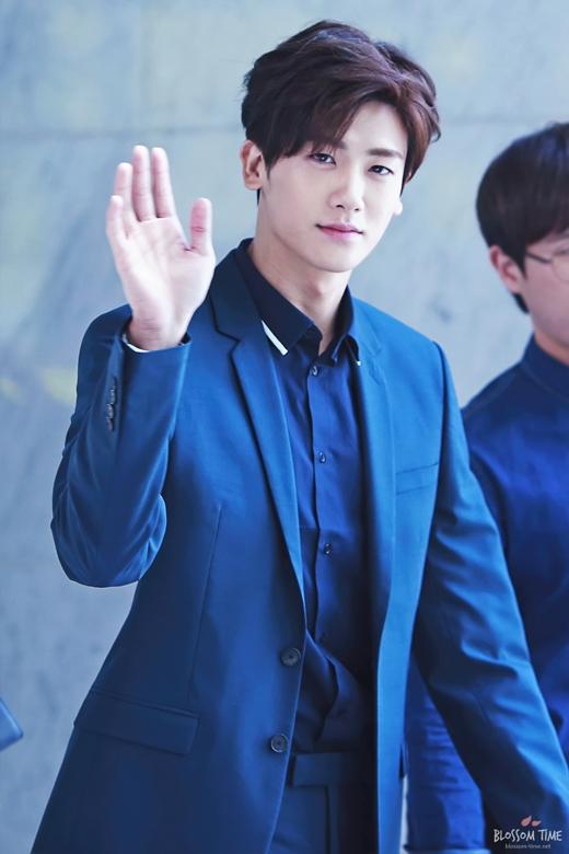 Xuất thân là thành viên của nhóm nhạc không mấy nổi tiếngZE:A, có thể nói Park Hyung Sik được như ngày hôm nay là kết quả của một quá trình nỗ lực không ngừng nghỉ. Hyung Sik đã từng tham gia rất nhiều phim từ năm 2010 nhưng phải đến vai diễn Jo Myung Soo của The Heirs thì khán giả mới bắt đầu nhớ gương mặt anh. Và gần đây, hình ảnh Yoo Chang Soo của High Society chính thức đưa tên tuổinam thần tượngtỏa sáng trong làng điện ảnh xứ Hàn.
