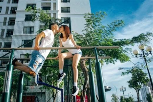 Cặp đôi còn táo bạo chụp ảnh với những tư thế cực độc đáo khiến giới trẻ phải ngưỡng mộ và ghen tị.
