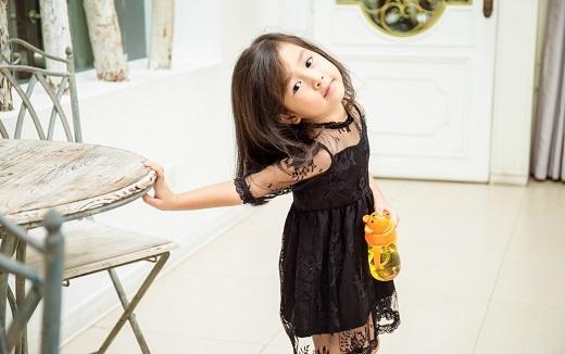 Mina là một trong những nhóc tì được săn đón nhất showbiz Việt. - Tin sao Viet - Tin tuc sao Viet - Scandal sao Viet - Tin tuc cua Sao - Tin cua Sao