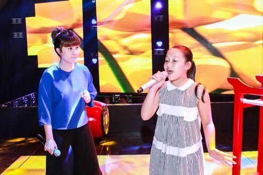 Giám đốc âm nhạc Lưu Thiên Hương cũng luôn theo sát và giúp đỡ những tài năng nhí - Tin sao Viet - Tin tuc sao Viet - Scandal sao Viet - Tin tuc cua Sao - Tin cua Sao