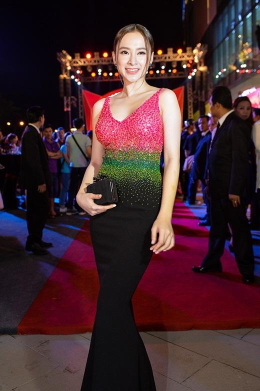 Thời trang thảm đỏ đỉnh cao của Angela Phương Trinh