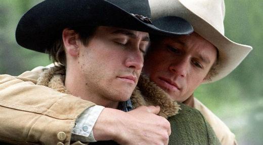 Cặp đôi Health Ledger và Jake Gyllenhaal đã có một màn diễn xuất xuất thần với vai hai anh chàng cao bồi yêu nhau trong bộ phim Brokeback Mountains, điều này đã giúp đạo diễn Ang Lee nhận được giải Oscar danh giá.