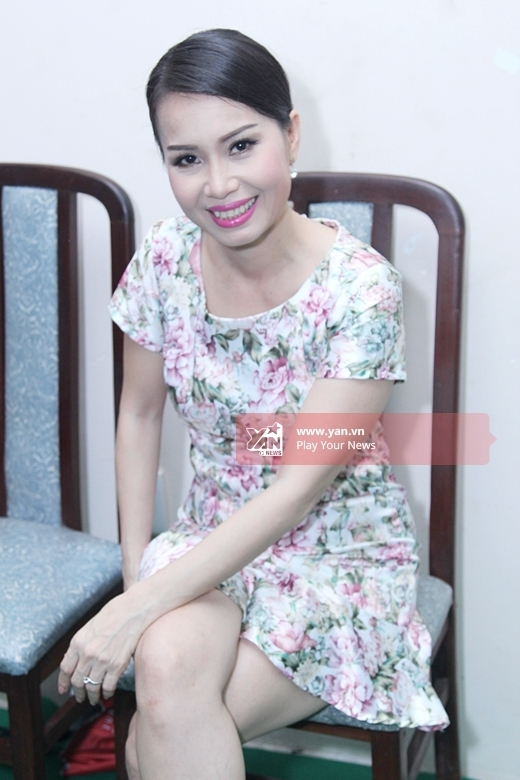 Chị Tư trẻ trung trong bộ đầm hoa - Tin sao Viet - Tin tuc sao Viet - Scandal sao Viet - Tin tuc cua Sao - Tin cua Sao