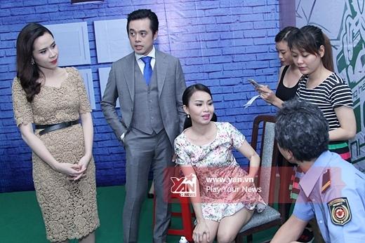 Cả 4 HLV nói chuyện rôm rả trong hậu trường - Tin sao Viet - Tin tuc sao Viet - Scandal sao Viet - Tin tuc cua Sao - Tin cua Sao