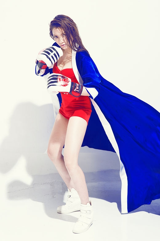 Thủy Top khoe dáng cực chuẩn với phong cách đậm chất thể thao