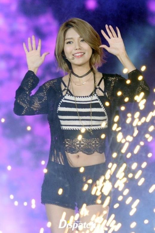 Thần tượng Kpop chuyên nghiệp trước những sân khấu nguy hiểm khét tiếng