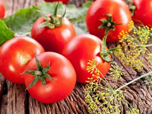 Vitamin B6 và folate có trong cà chua rất cần thiết để lọc chất độc, hạn chế nguy cơ đột quỵ và đau tim.