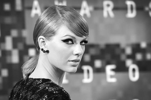 Fan hốt hoảng khi Taylor Swift bị khởi kiện vì tội vu khống