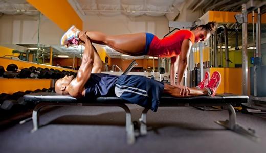 Thử sức mạnh và độ dẻo của cơ thể.