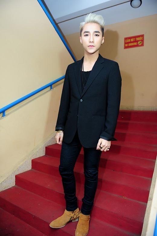 Lại đụng trang phục với G-Dragon, Sơn Tùng được khuyên nên đổi stylist