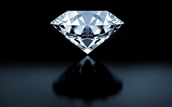 Bác sĩ phát hiện một vật giống viên kim cương trong ruột của nữ du khách Trung Quốc.