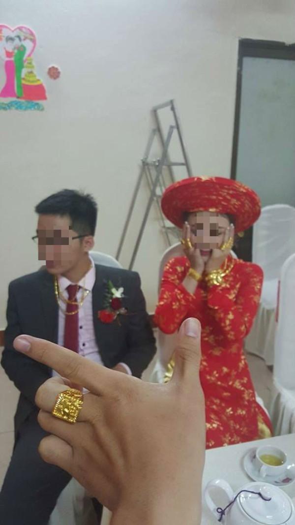 Sốc với tiệm vàng di động của cô dâu và chú rể trong ngày cưới