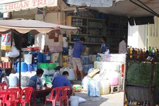 Rất dễ dàng để mua hương liệu làm sâm lạnh ở chợ Kim Biên.