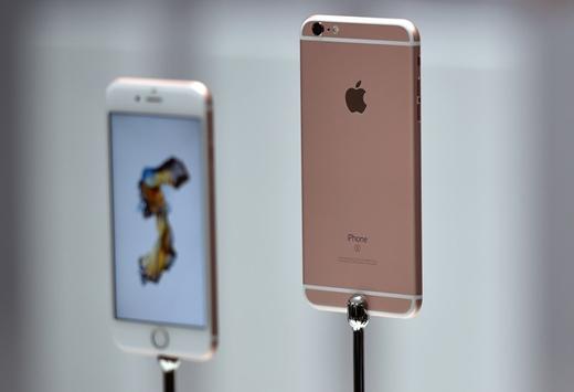 Trong giai đoạn đầu, người dùng Việt Nam dành nhiều sự quan tâm cho mẫu iPhone 6S Plus hơn. Ảnh: Slashgear.