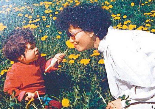Bà Long Ứng Đài và con trai lúc còn nhỏ