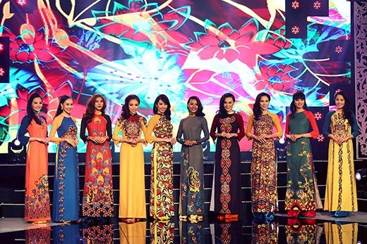 Thuận Việt gây ấn tượng mạnh với áo dài ngũ hổ