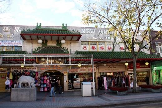 Nếu như quận Cam ở Mỹcó Little Saigon, thì Úc cũng có một địa danh tương tự: Saigon Place ở Cabramatta, được chính quyền sở tại chính thức công nhận và dựng cột từ trước Tết Nhâm Thìn 2012. Khu Cabramatta cách trung tâm Sydney 40km, được gọi là Sài Gòn - Chợ Lớn thu nhỏ của người Việt tại Úc.(Nguồn: Internet)