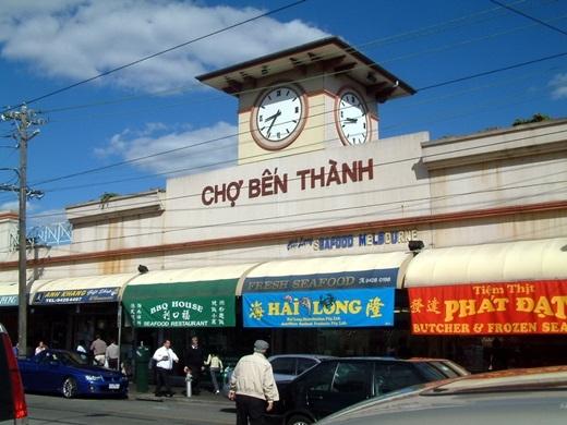 Tồn tại đã được hơn 30 năm, Cabramatta là nơi sinh sống của khoảng 40.000 người Việt xa xứ. Saigon Place cũng có một khu thương mại mang tên Bến Thành, có điều được thêm chữ Tân phía trước: Tân Bến Thành, được xây dựng theo kiến trúc của chợ Bến Thành.(Nguồn: Internet)