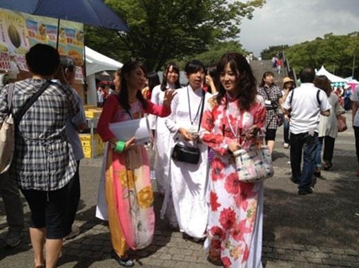 Tính đến năm 2015, lễ hội Việt Nam ở Nhật Bản đã được tổ chức được 8 lần, thu hút một lượng lớn người Nhật và người Việt sinh sống tại Nhật nô nức tham gia.(Nguồn: Internet)