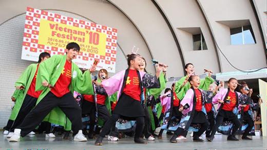 Tại lễ hội, các nghệ sĩ Nhật Bản và Việt Nam mang đến những tiết mục đặc sắc, mang đậm hồn Việt và phong cách Nhật Bản.(Nguồn: Internet)
