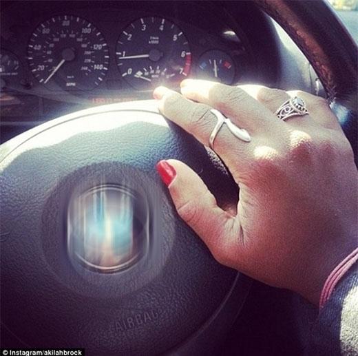 Cô là chủ sở hữu hợp pháp của chiếc xe và đây là bứcảnh Kamilah chụp trên xe của mình.