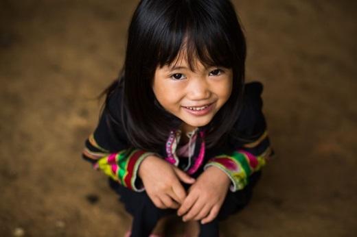 Lân Thị Lợi là bé gái người dân tộc Lô Lô Đen, sống ở một ngôi làng nhỏ gần huyện Bảo Lạc, Cao Bằng. Cô bé không biếtnóitiếng Kinh vì không được đi học.(Ảnh:Rehahn)