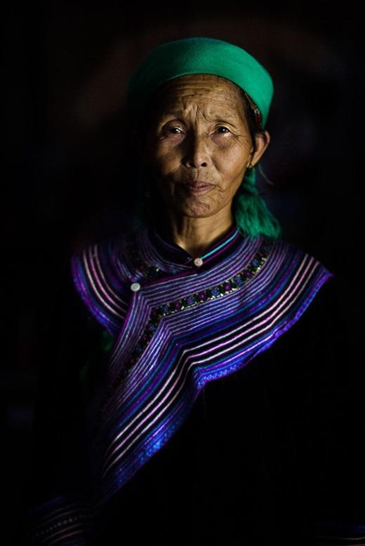 Một phụ nữ 60 tuổi người H'mong màRehahn gặp khi đi từLào Cai sang Bắc Hà.(Ảnh:Rehahn)