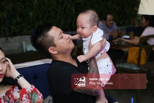 Bé Su Hào luôn nũng nịu đòi bố - Tin sao Viet - Tin tuc sao Viet - Scandal sao Viet - Tin tuc cua Sao - Tin cua Sao