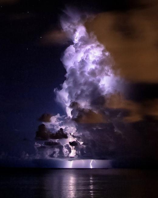 Sấm sét - sự giận dữ của tự nhiên - đôi khi lại tạo ra những khoảnh khắc đẹp. (Ảnh: Internet)