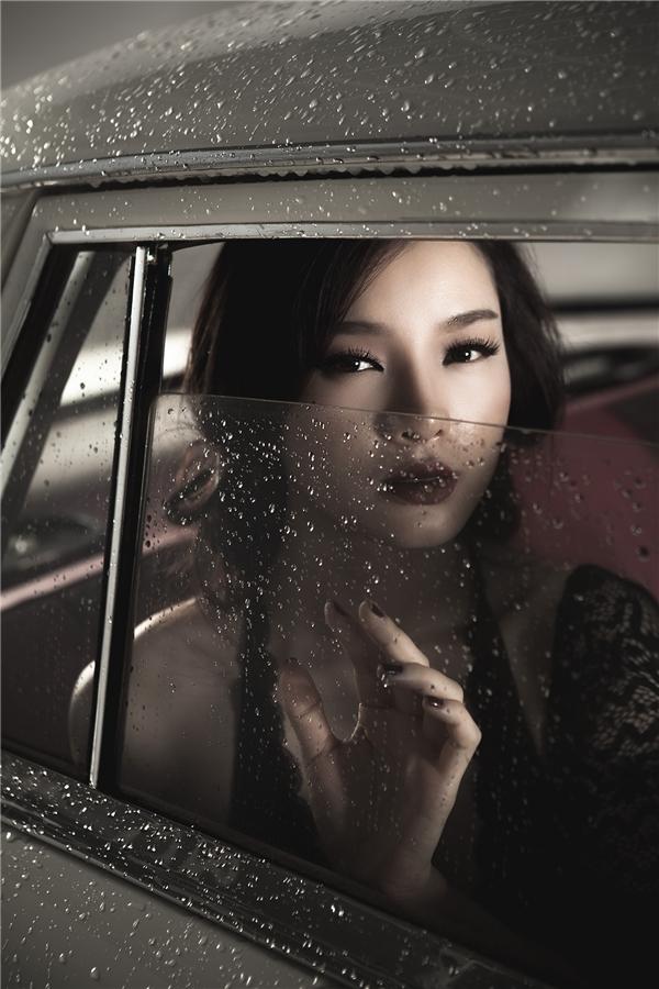 Phương Trinh khá đắn đo khi thực hiện bộ ảnh lần này nhưng cô rất vui vì nhận được khá nhiều phản hồi tích cực từ phía khán giả.