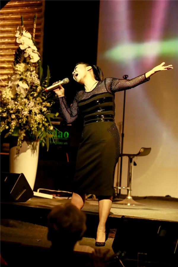 Ca sĩ Thu Minh tại đêm diễn mừng sinh nhật của mình. - Tin sao Viet - Tin tuc sao Viet - Scandal sao Viet - Tin tuc cua Sao - Tin cua Sao