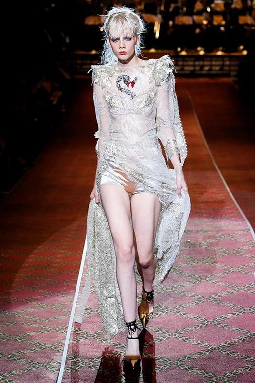 Người mẫu vedette trong bộ sưu tập của Marc Jacobs.