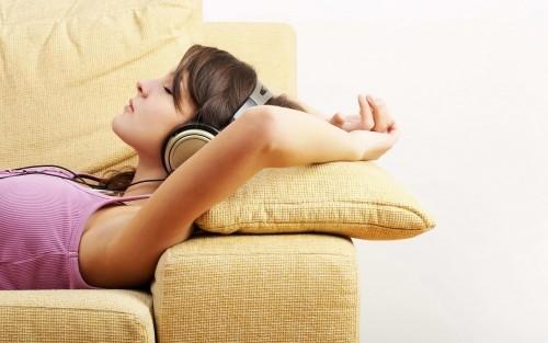 Tuyệt đối không đeo tai nghe khi ngủ.
