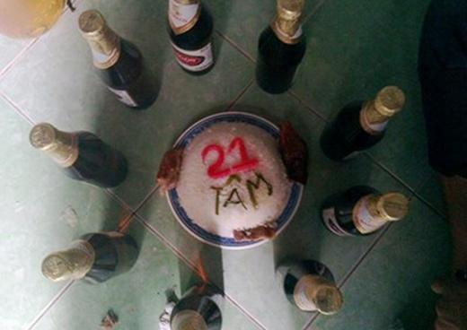 """Bức hình mừng sinh nhật 21 tuổi bạnTâmvô cùng đơn giản và """"không giống ai"""" này cũng nhận được rất nhiều sự thích thú từ dân mạng. (Nguồn: Internet)"""
