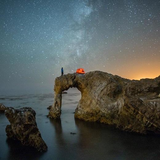 Phượt là một đêm không ngủ bên bờ biển Central Coast, California. (Nguồn IG @_ryanhill_)