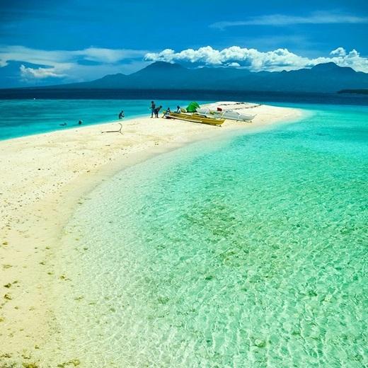 Không quá xa Việt Nam, bạn có thể đến đảo Sumilon ở Oslob, Cebu, Philippines để tận hưởng thiên đường hạ giới. (Nguồn IG @pinoytravelfreak)