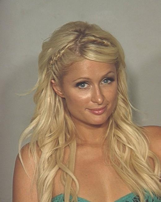 Đây là hình ảnh chụp Paris Hilton lúc bị bắt năm 2007 vì tội lái xe không có bằng lái.