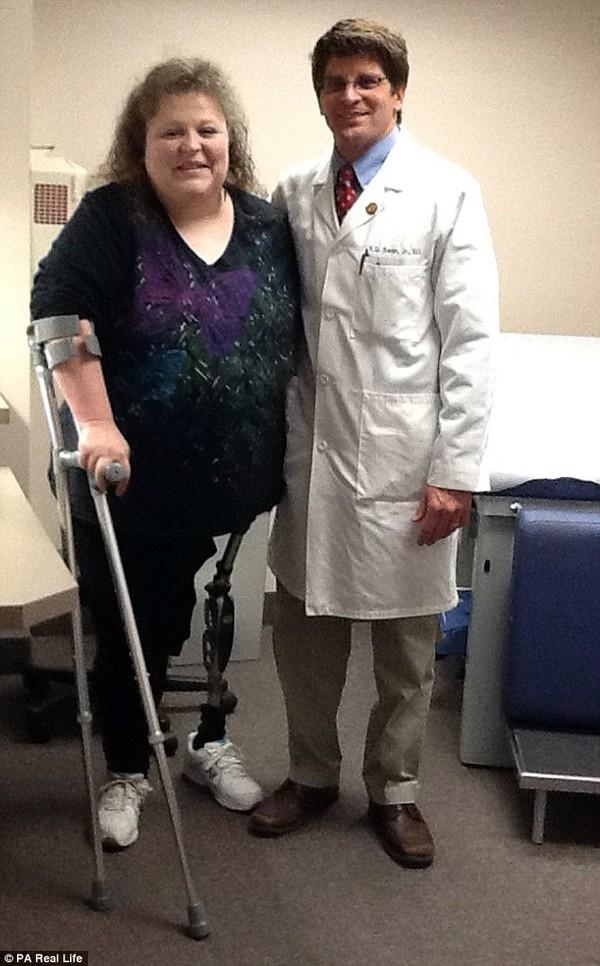 Để giữ mạng sống cho Jodie, các bác sĩ đã buộc phải cắt một bên chân từ trên hông.