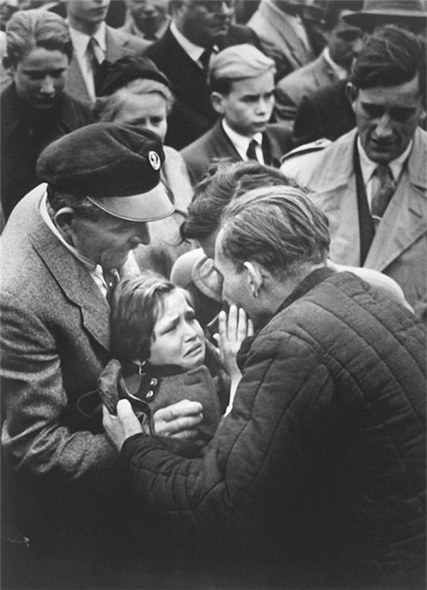 Một cựu tù binh chiến tranh trở về nhà sau Thế chiến II. Lần cuối ông được gặp con gái mình khi cô mới 1 tuổi.