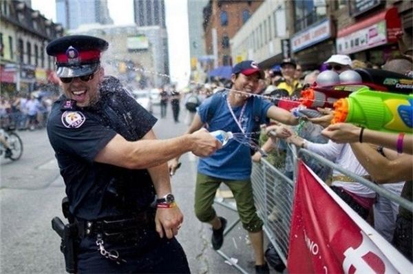 Những bức ảnh thay lời muốn nói khiến hàng ngàn người nghẹn ngào