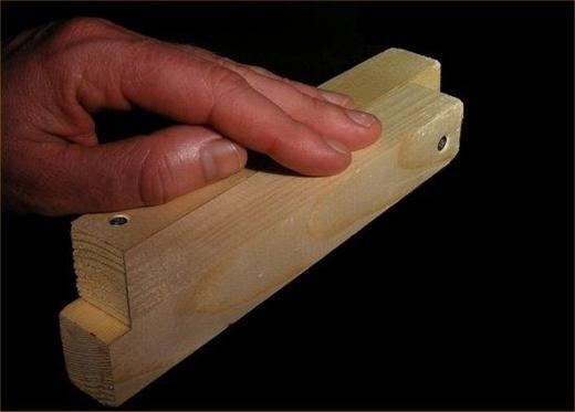 Bạn nghĩ 2 thanh gỗ này đặt chồng lên nhau hay đặt cạnh nhau?(Ảnh: Internet)