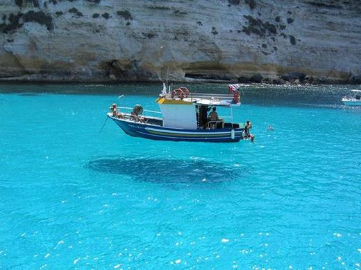 Con thuyền này có khả năng... bay trên mặt nước.(Ảnh: Internet)