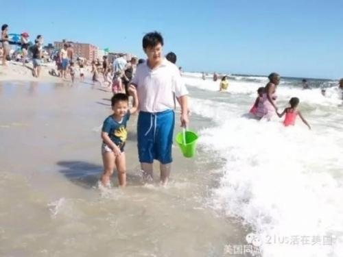 Anh Liu Qiaoluôn dành cho con những điều tốt nhất nhưng cũng để cậu bé họccách tự lập trong cuộc sống. (Ảnh:Internet)