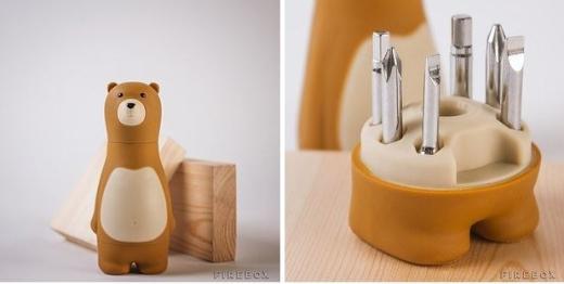 Chú gấu dễ thương với những chiếc tua-vít trong bụng.(Ảnh Internet)